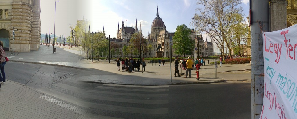 Bocs, amatőr panorámafotó. Na szép a tér, vagy szép a tér?