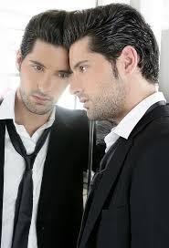nyakkendős tükörben