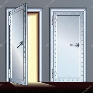 ajtó nyyítva zárva