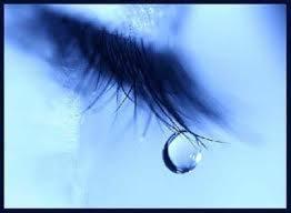 Lány sírt az utcán